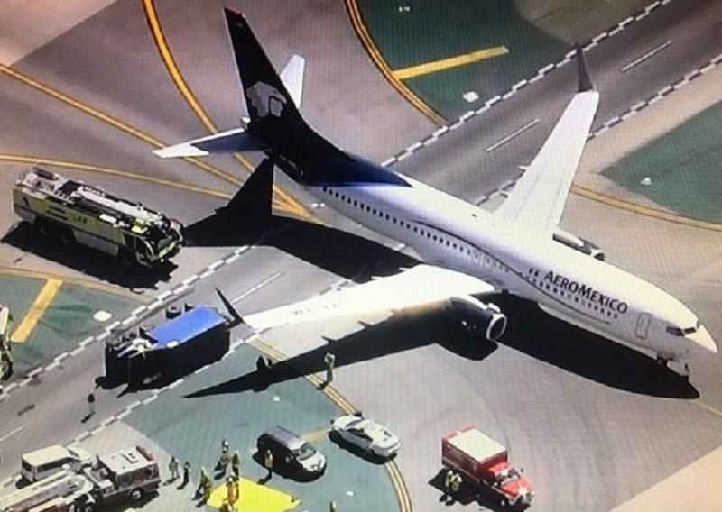 เครื่องบินเม็กซิโกชนรถบรรทุกสนามบิน