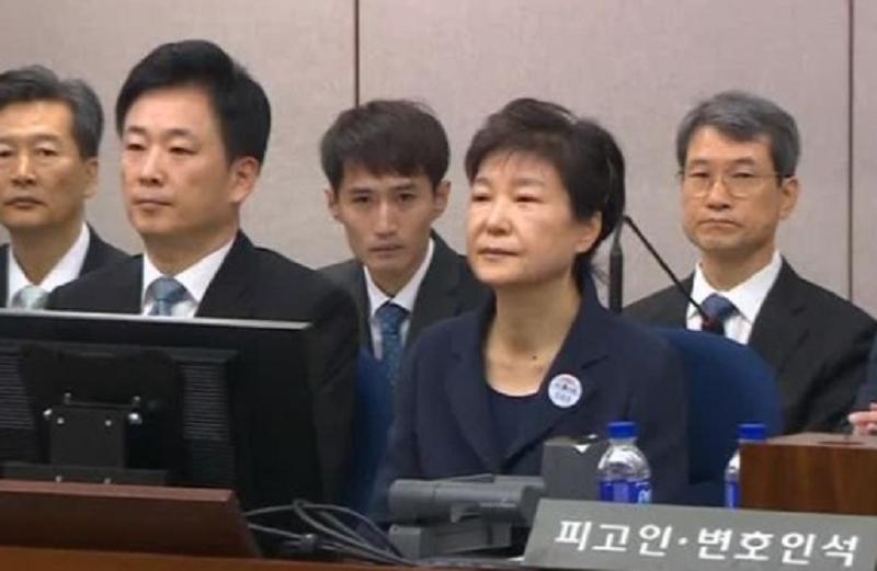 ปาร์ค กึนเฮ ขึ้นศาลนัดแรก