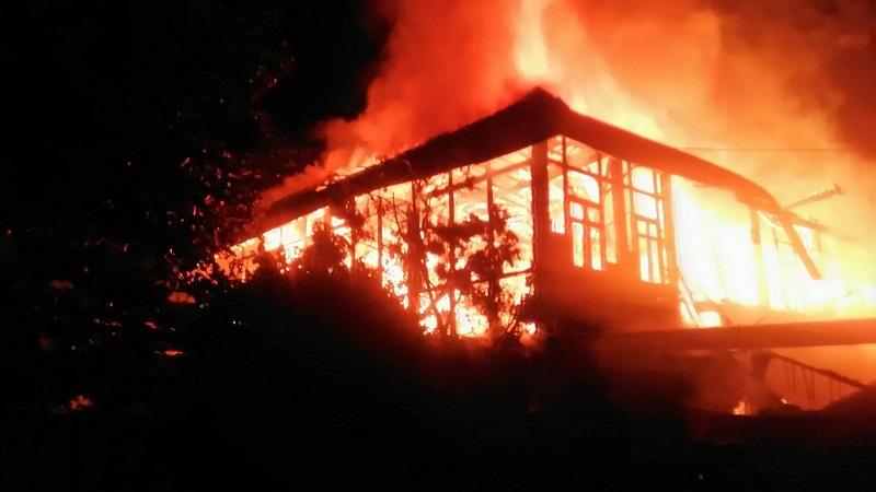 ไฟไหม้บ้านโบราณดับ 3 ศพ