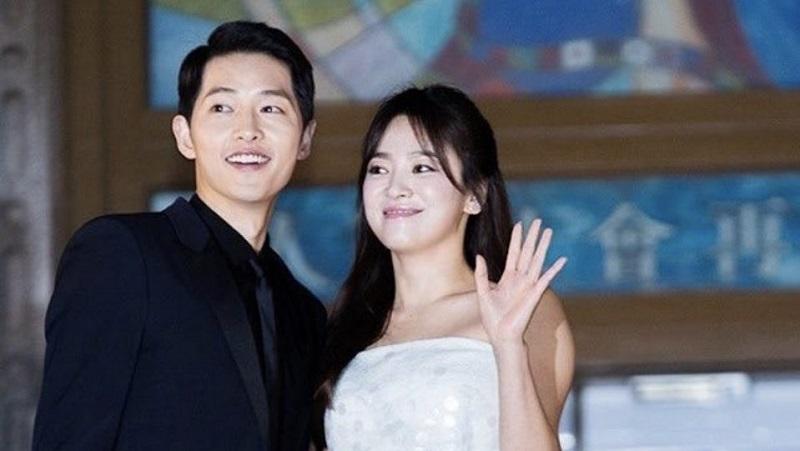 """การ์ดแต่งงาน """"ซงจุงกิ-ซองเฮเคียว"""" เรียบง่ายดูดี"""